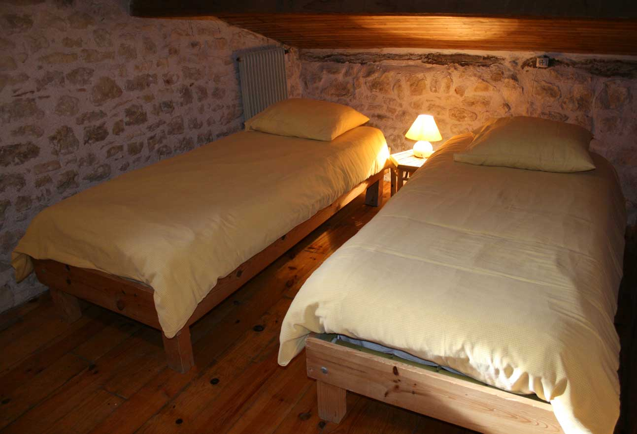 Chambre Simple Pour Deux Personnes ~ Meilleures Idées Créatives ...