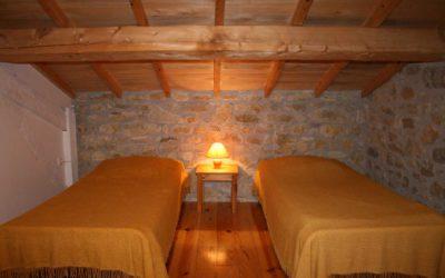 Chambre à Coustals avec quatre lits simples