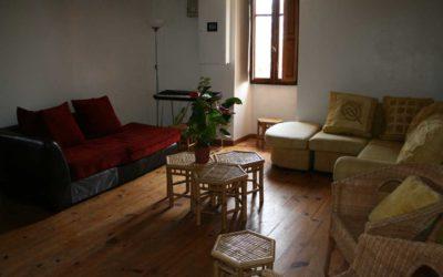 Le petit salon avec cheminée et piano