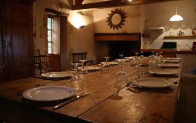 La salle à manger - cuisine de Coustals avec sa cheminée